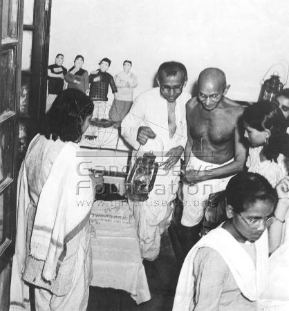 Mahatma and Prabhudas Gandhi at Harijan Girls' School in Okhala (Delhi), May 1945